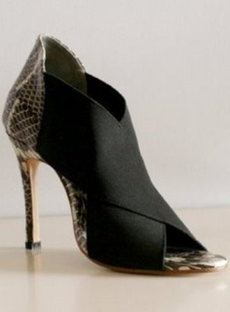 mogil-superhigh-heel-side