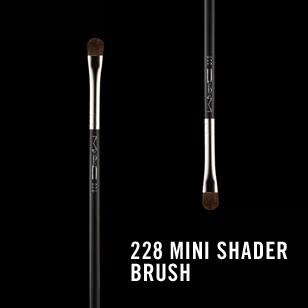 M.A.C 228 Mini Shader Brush review
