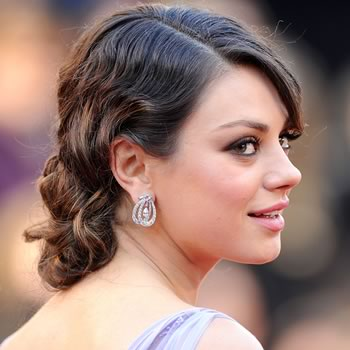finger waves with curling iron. A few finger waves as a nod to