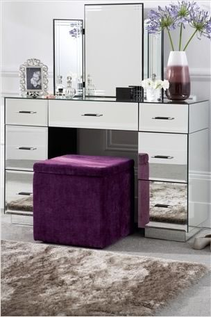 Makeup Desk on Love  Mirror Dressing Tables And Furniture   Style Scoop   Daily