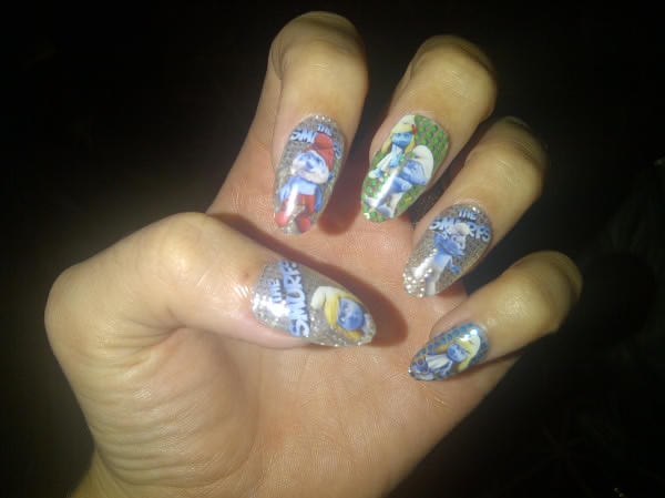 "Katy Perry tweeted this pic of her nails, saying: ""Smurf nails! Duh!"""
