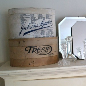 Decor Monday &#8211; Vintage Hat Boxes