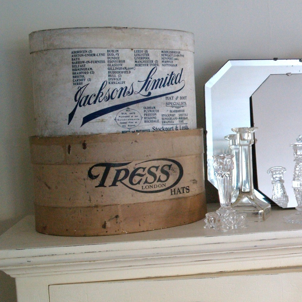 Decor Monday – Vintage Hat Boxes