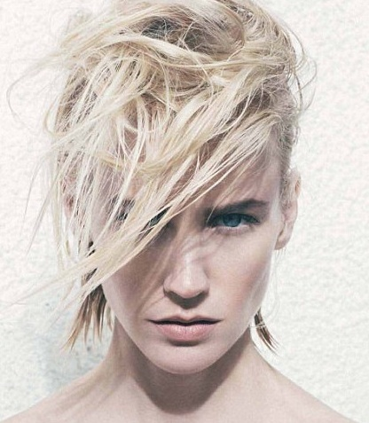 Actress January Jones rocking strong brows wtih a barely there makeup look
