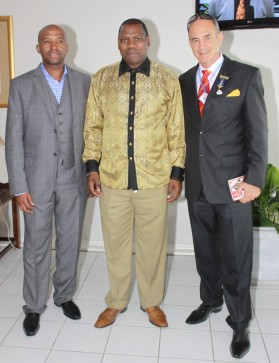 Vodacom's Vuyo Mpako (left) KZN Premier Zweli Mkhize (centre) and Gold Circle's Robert Mauvis (right)