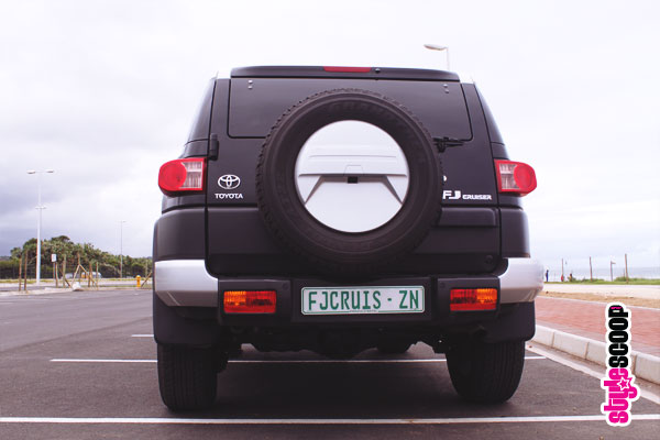 toyota-fj-cruiser-back-1