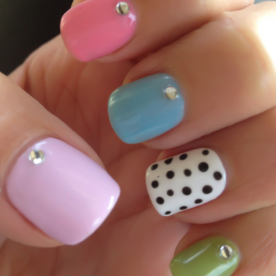 polka-dotty-nails-featured