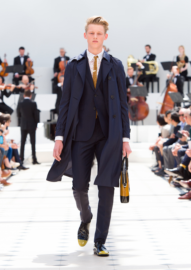 Burberry-Menswear-Spring-Summer-2016-Collection---Look-1