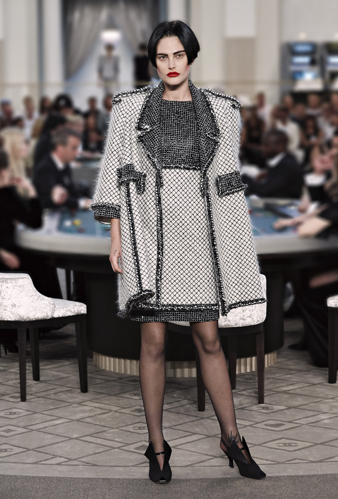 Chanel-Fall-Winter-2015-2016-Haute-Couture-3D-collection--24