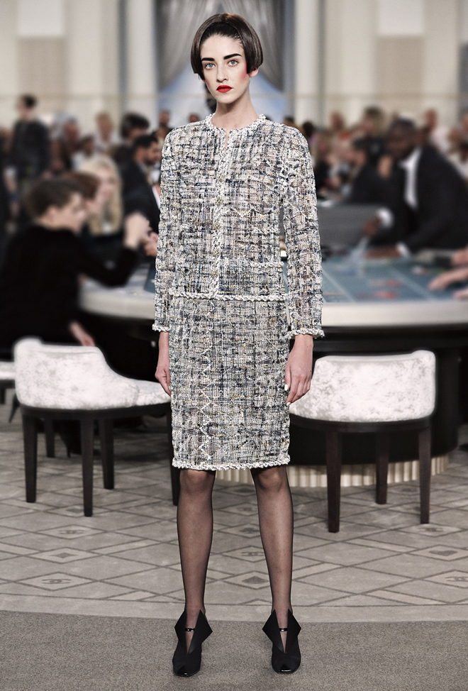 Chanel-Fall-Winter-2015-2016-Haute-Couture-3D-collection--4