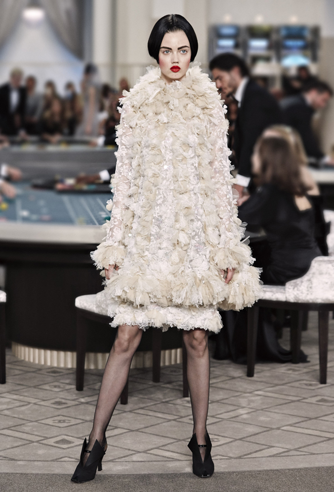 Chanel-Fall-Winter-2015-2016-Haute-Couture-3D-collection--53