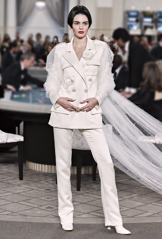 Chanel-Fall-Winter-2015-2016-Haute-Couture-3D-collection--67