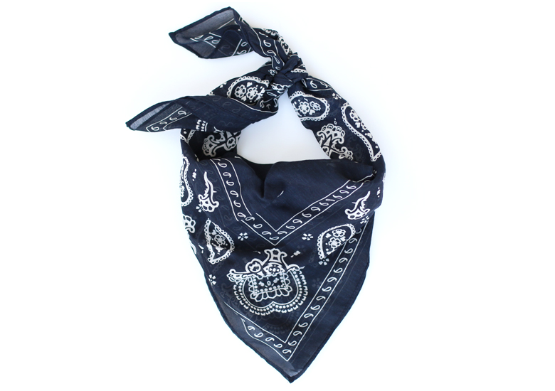 how-to-wear-a-bandanna-scarf