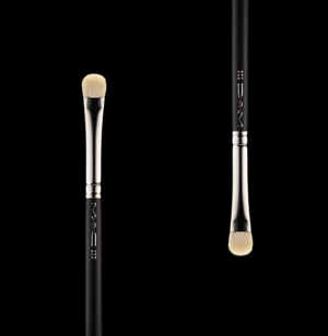 M.A.C 239 Eye Shader Brush Review