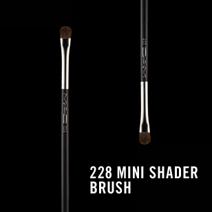 M.A.C 228 Mini Shader Brush review
