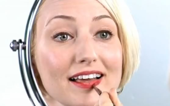 How To Beauty: Red Lips Tutorial