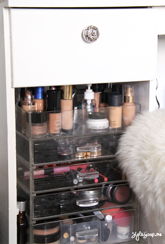 Dresser Details & Makeup Storage! Full tour on www.stylescoop.me