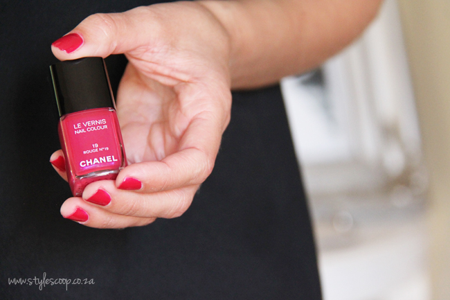 chanels-iconic-red-nail-polish-collection-19-rouge-no-19