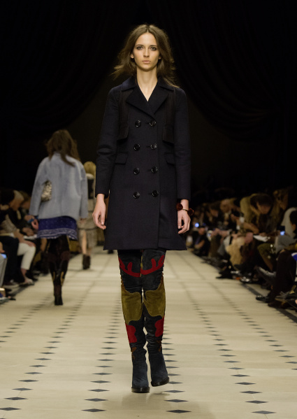 Burberry Womenswear Autumn_Winter 2015 Collection - Look 33
