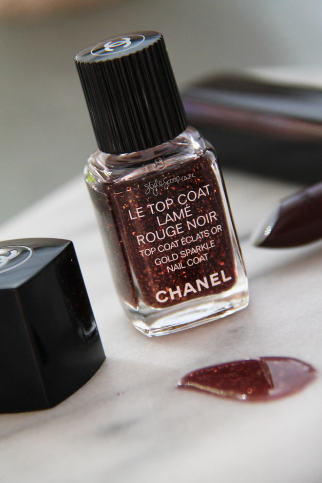 chanel-south-africa-holiday-2015-makeup-collection-makeup-collection-le-top-coat-rouge-noir-gold-sparkle-nail-coat-2