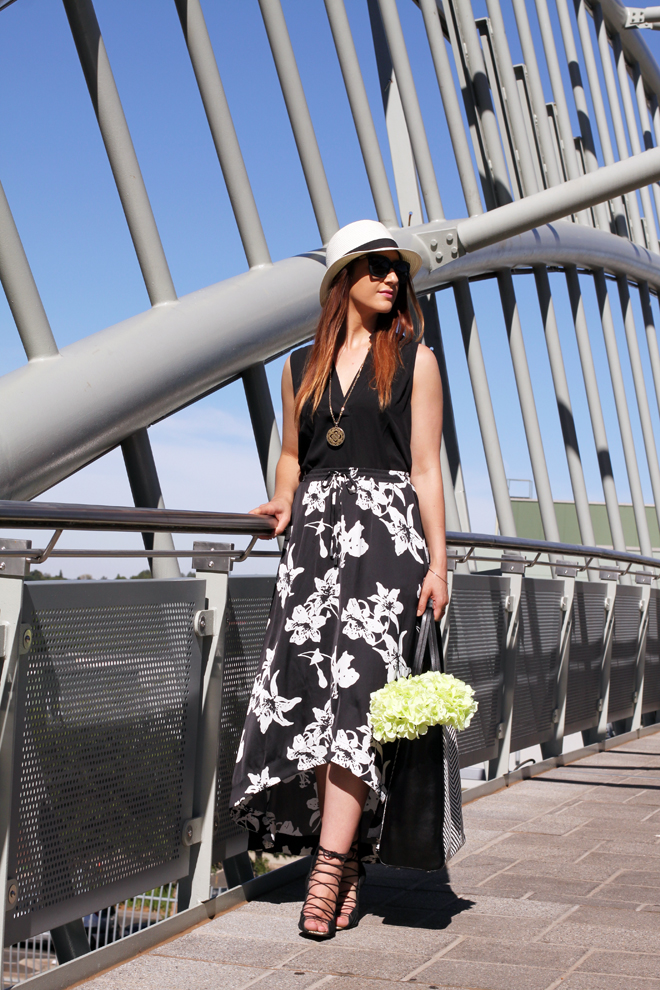 banana-republic-black-and-white-midi-skirt-outfit-5858