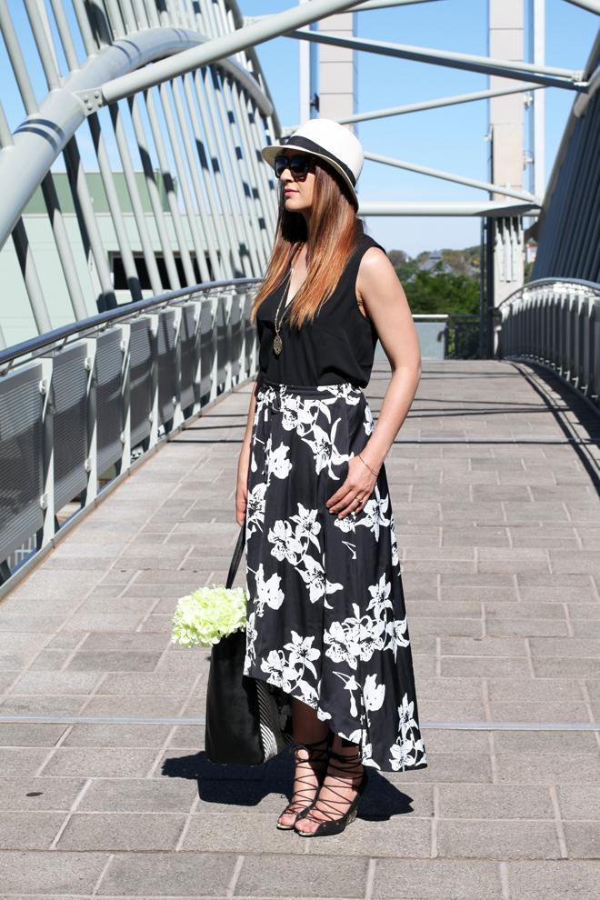 banana-republic-black-and-white-midi-skirt-outfit-5903