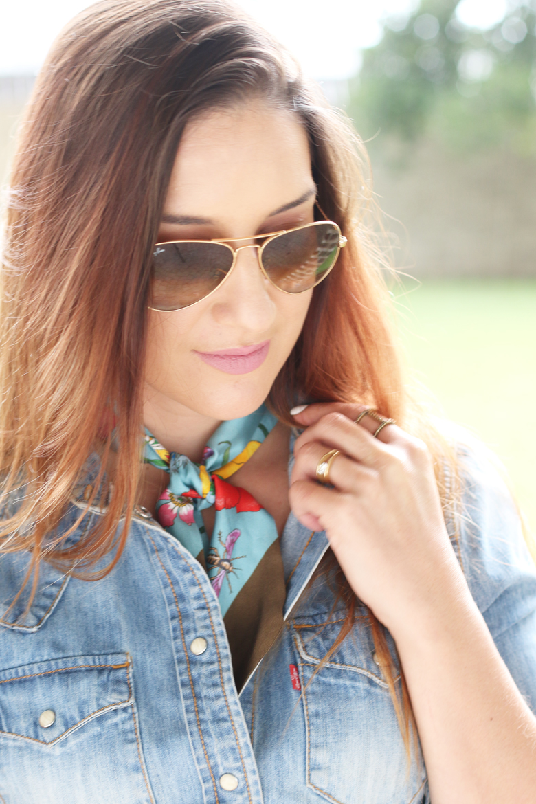 gucci-silk-neck-scarf-twilly-outfit-ideas-how-to-wear-stylescoop-3