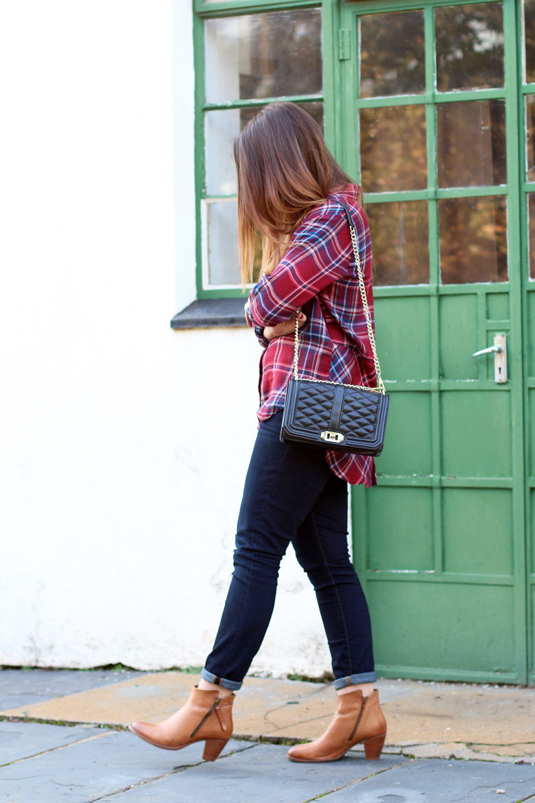 lucky-country-outfit-stylescoop-plaid-shirt-and-blue-jeans_3848