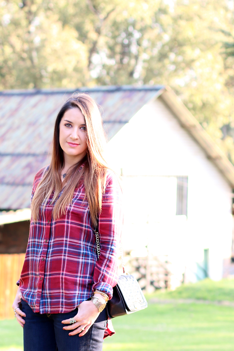 lucky-country-outfit-stylescoop-plaid-shirt-and-blue-jeans_3852