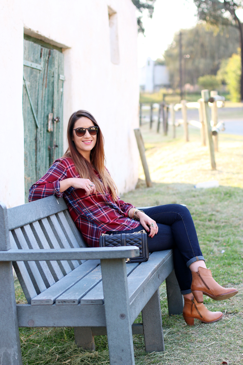 lucky-country-outfit-stylescoop-plaid-shirt-and-blue-jeans_3882