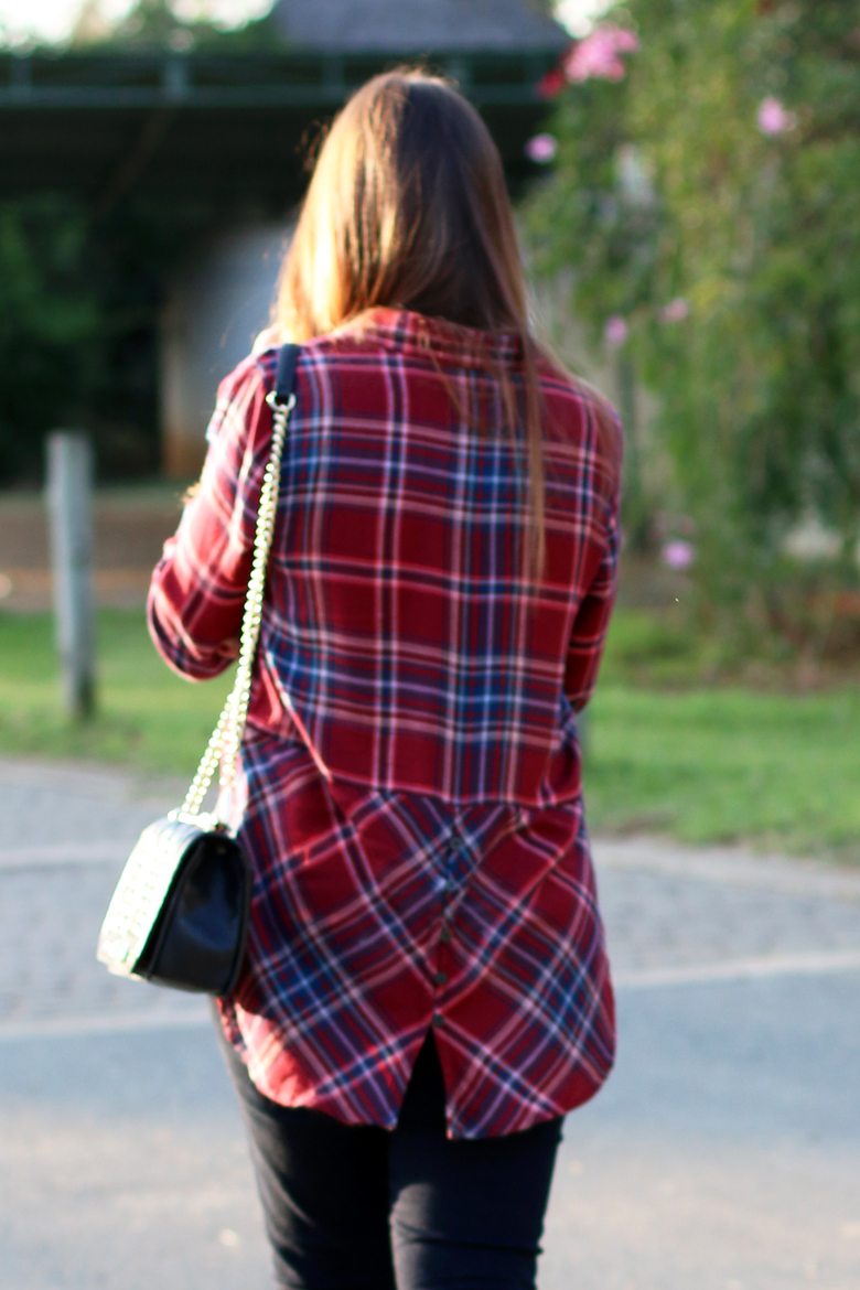 lucky-country-outfit-stylescoop-plaid-shirt-and-blue-jeans_3901