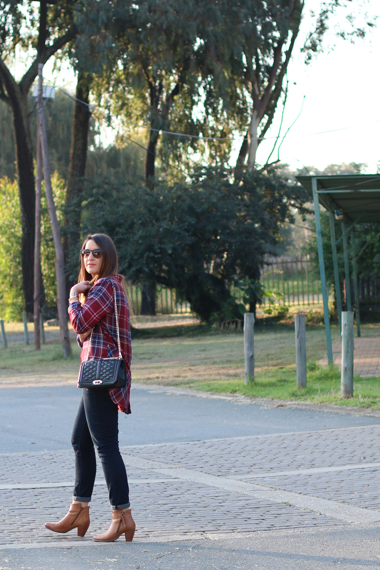 lucky-country-outfit-stylescoop-plaid-shirt-and-blue-jeans_3904
