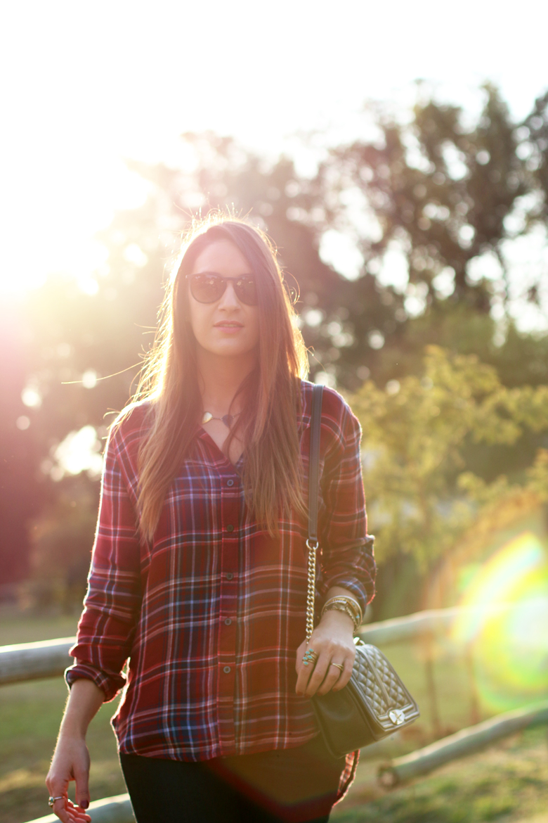 lucky-country-outfit-stylescoop-plaid-shirt-and-blue-jeans_3938
