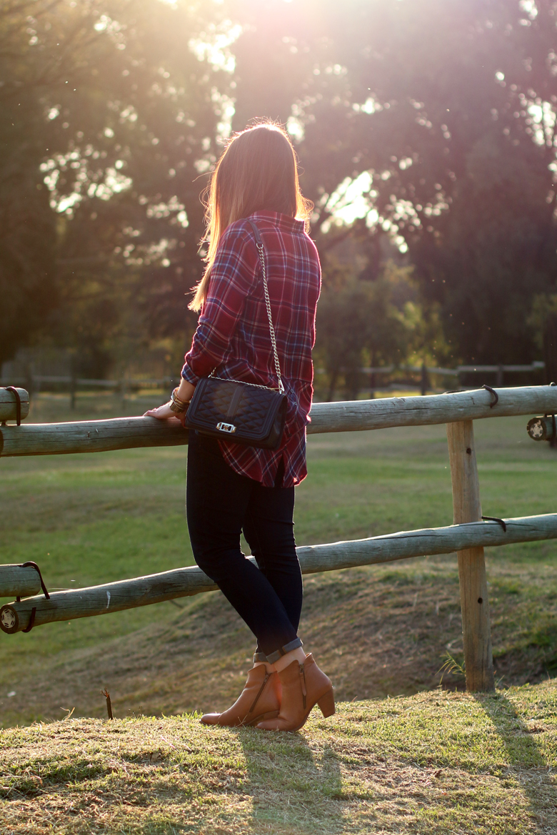 lucky-country-outfit-stylescoop-plaid-shirt-and-blue-jeans_3942