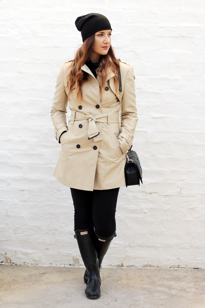 classic-winter-outfit-trench-coat-hunter-boots-black-beanie-outfit-ideas-stylescoop-fashion-blogger-south-africa-2