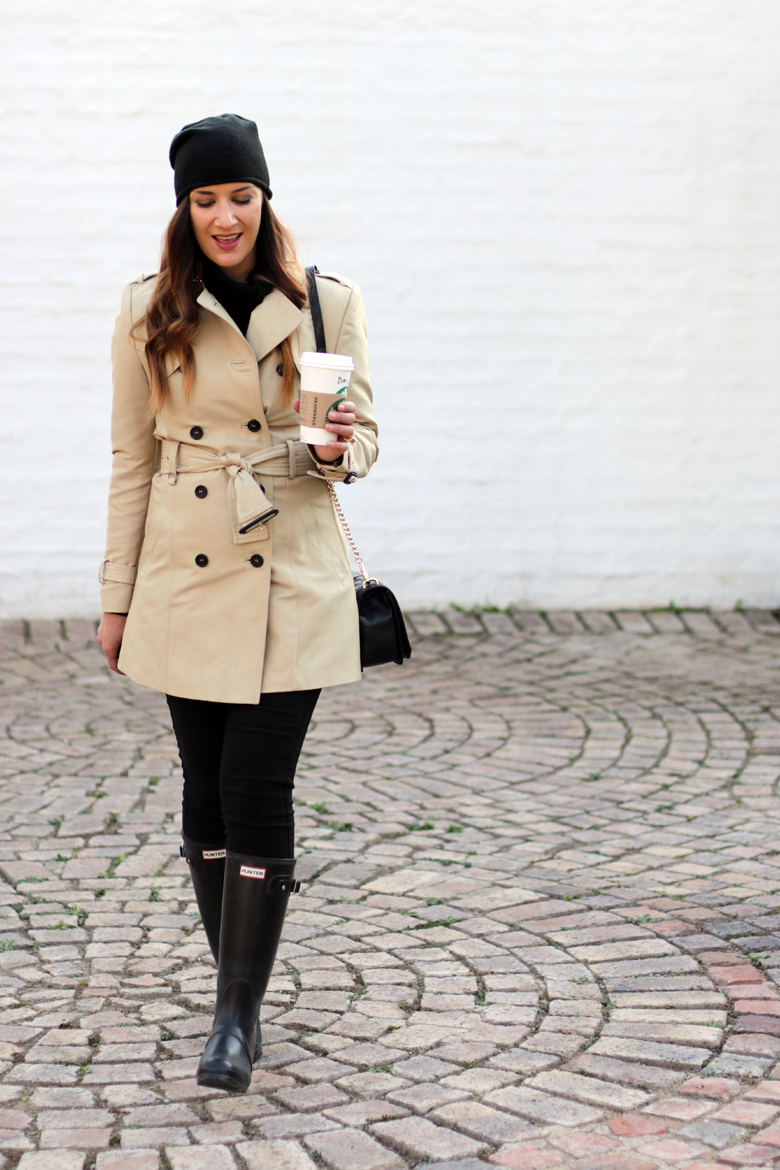 classic-winter-outfit-trench-coat-hunter-boots-black-beanie-outfit-ideas-stylescoop-fashion-blogger-south-africa-4
