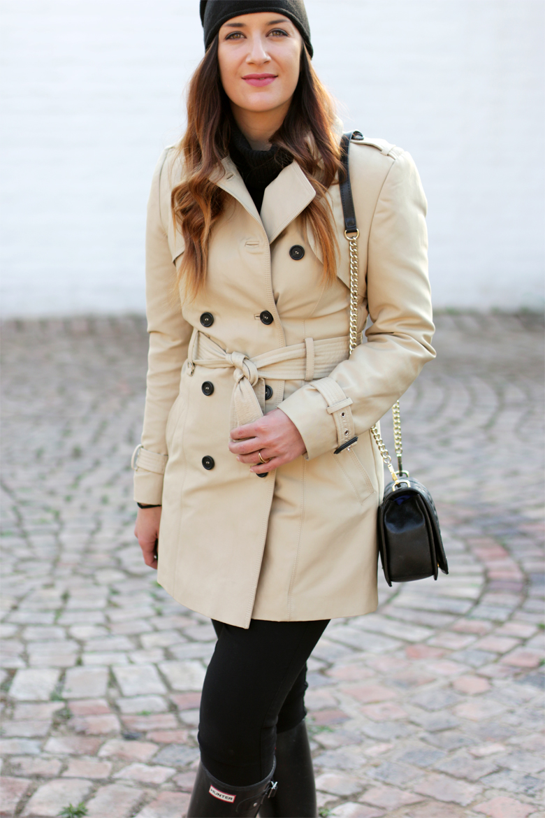 classic-winter-outfit-trench-coat-hunter-boots-black-beanie-outfit-ideas-stylescoop-fashion-blogger-south-africa-5