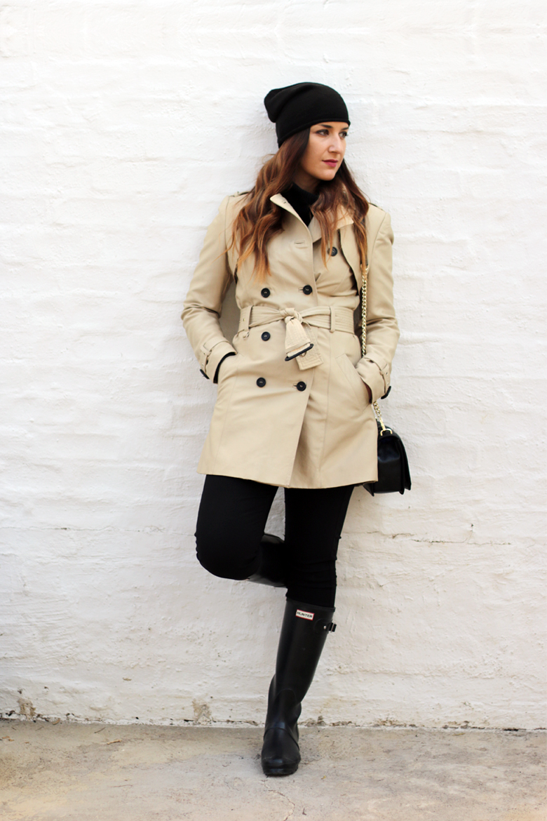 classic-winter-outfit-trench-coat-hunter-boots-black-beanie-outfit-ideas-stylescoop-fashion-blogger-south-africa