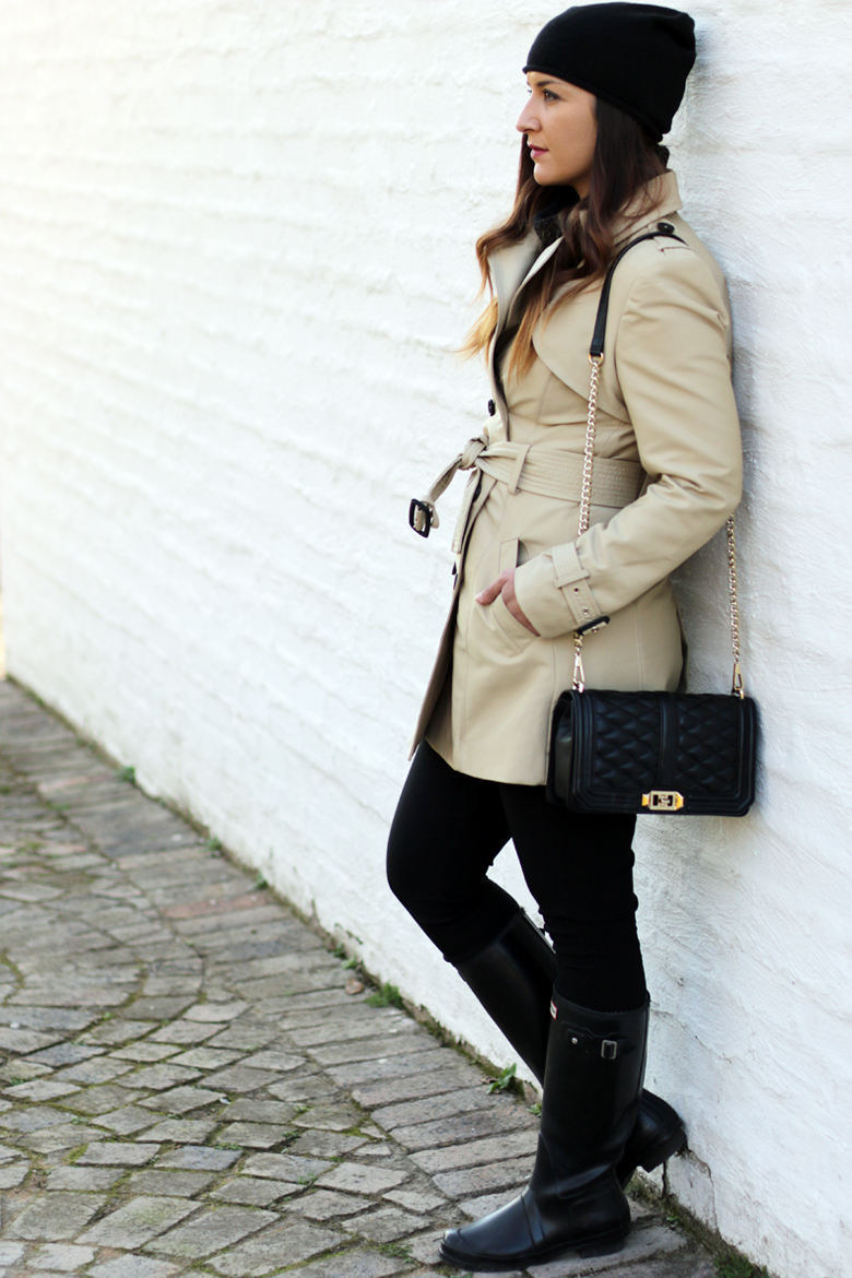 classic-winter-outfit-trench-coat-hunter-boots-black-beanie-rebecca-minkoff-love-crossbody-bag-outfit-ideas-stylescoop-fashion-blogger-south-africa-2