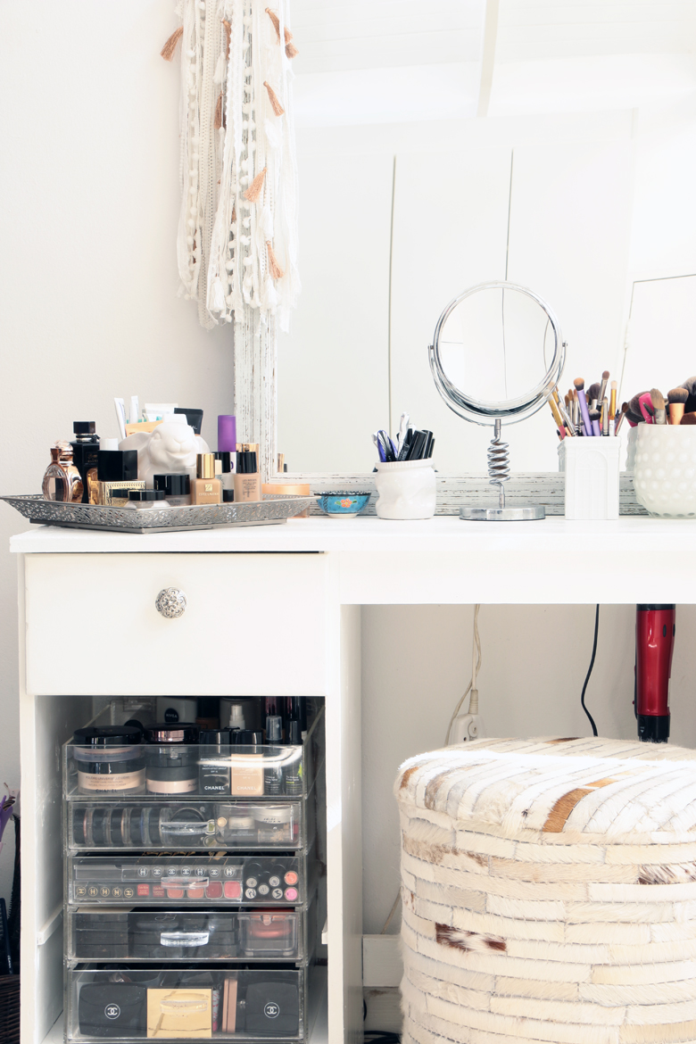 stylescoop-closet-room-blogger-closets-vanity-5584